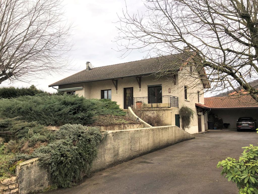TOSSIAT - Villa T6 de 155 m² avec terrain de 2228 m²