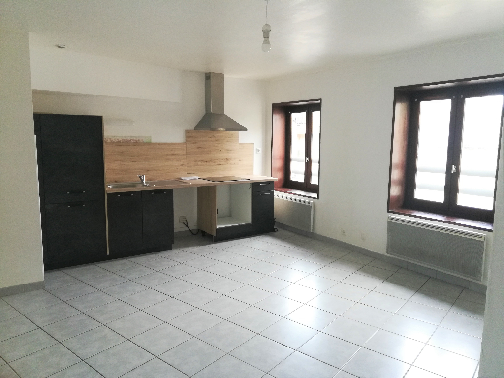 LAGNIEU Centre -  Appartement T3 de 50 m2