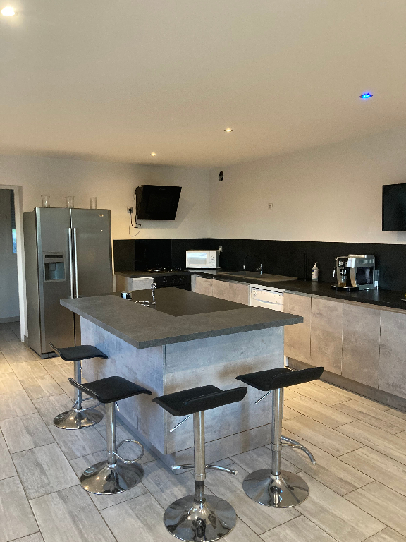 BRIORD - Maison T4 de 175 m² avec entrepôt de 100 m² et studio
