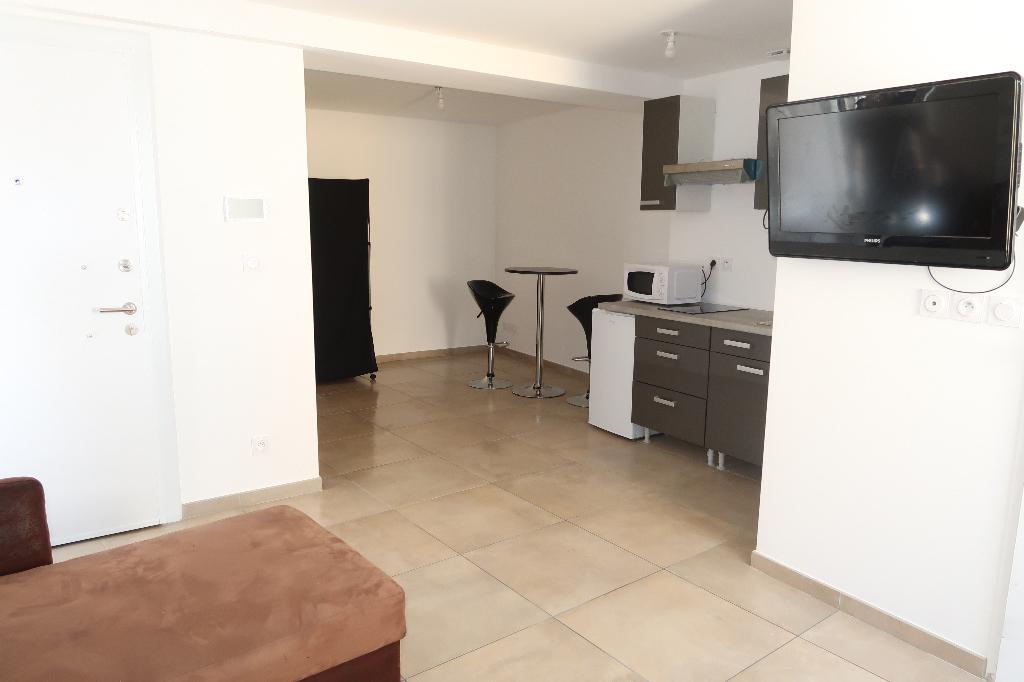 LAGNIEU - Studio meublé de 27 m² avec garage