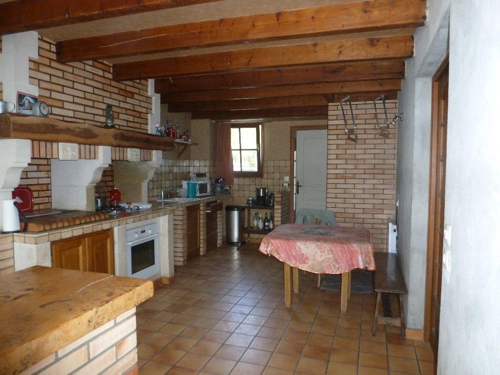 Vends maison ancienne renovée dans un petit port de l'Estuaire, 12 min des plagesde Meschers et proche de Royan 17 - 5 chambres, garage, jardin, habitable de suite séjour 50m² env.