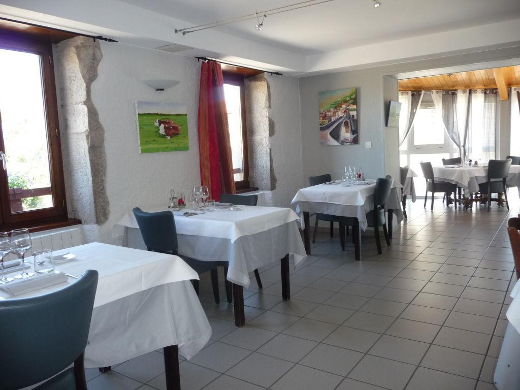 10 mn hauteurs Montbrison restaurant avec appartement.