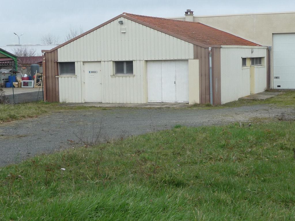 Local d'activité Montbrison 120 m2 sur 1 000 m²