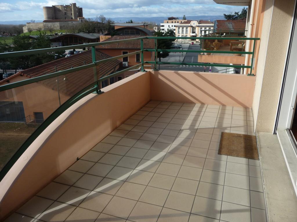 MONTROND LES BAINS tout à pied  superbe T.4 113.5 m² terrasse et garage.
