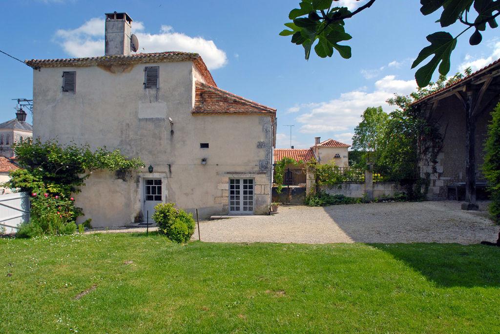 Maison 15ème - 18ème siècle joliment restaurée  - IDEALE POUR PROPRIETAIRE DE CHEVAUX