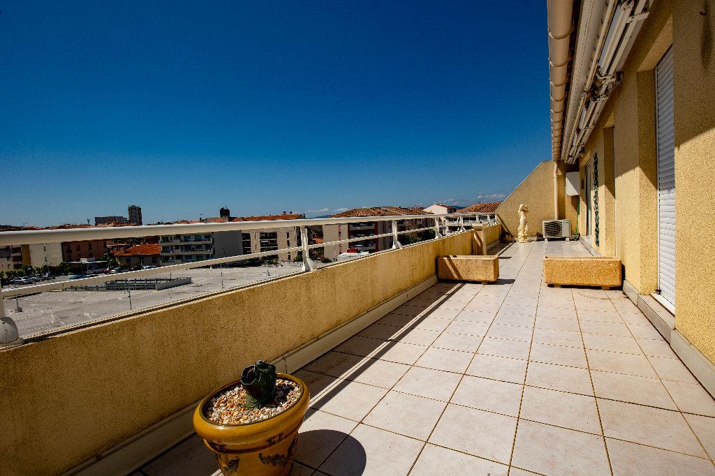 Dernier étage Terrasse en plein centre ville de Saint-Raphaël