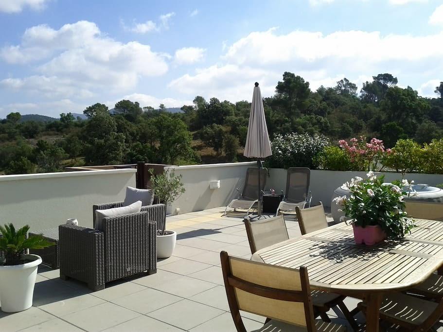 Appartement avec toit - terrasse - Fréjus