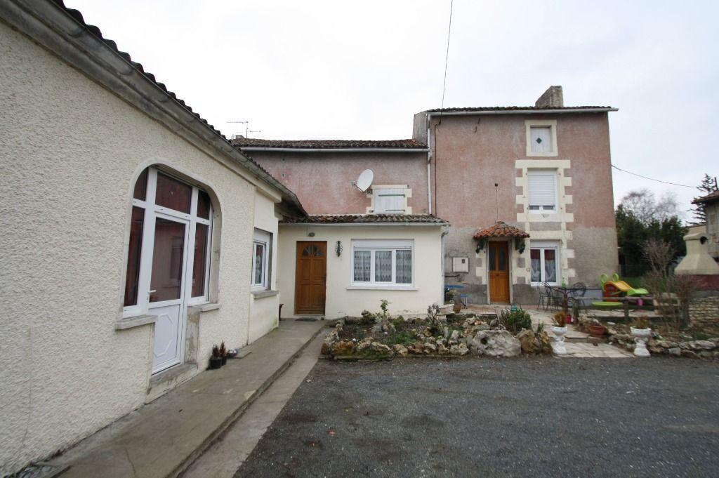 MAISON EN PIERRE - 3 CHAMBRES - 2 BUREAUX + MAISON INDÉPENDANTE  DE 25 m² - VOUILLE