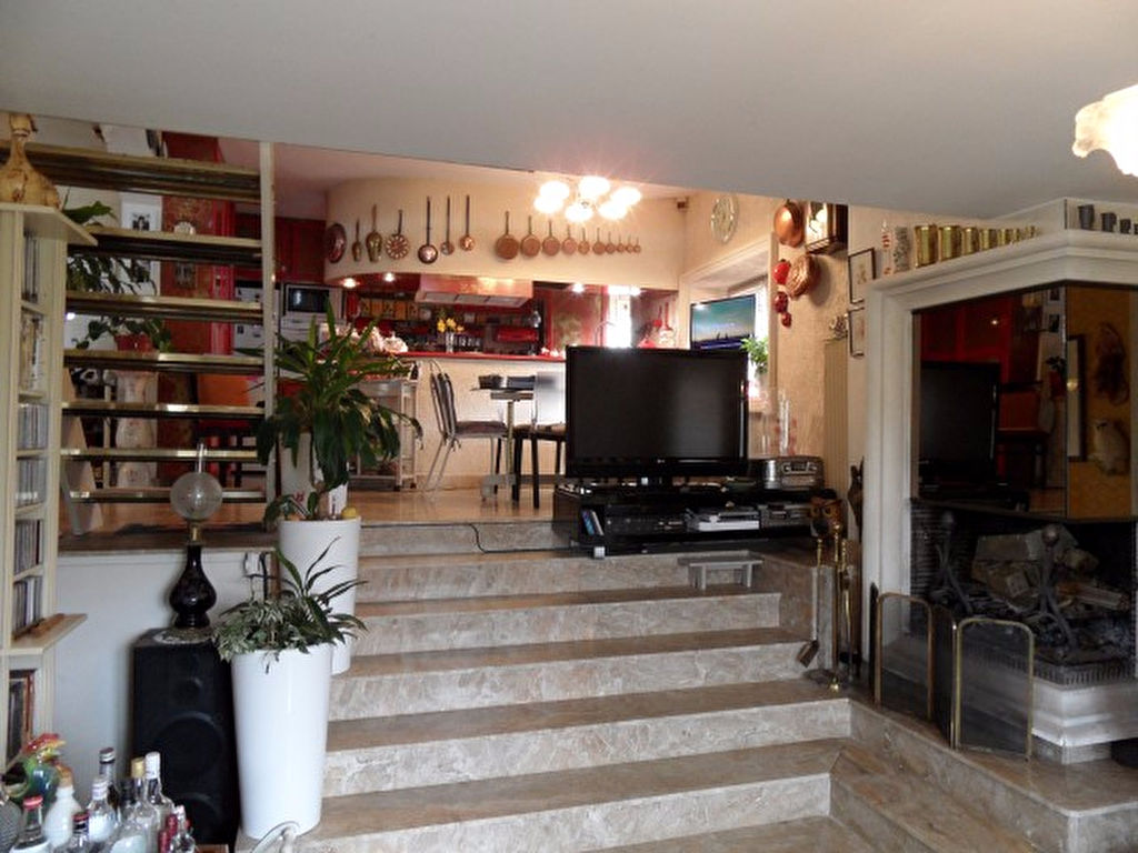 VOUNEUIL-SOUS-BIARD MAISON DE 151 m² avec BELLES PRESTATIONS