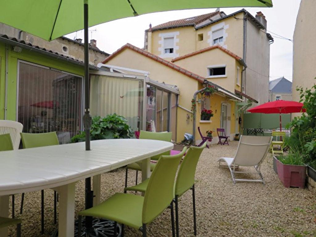 RARE ! MAISON CENTRE-BOURG DE NEUVILLE-DE-POITOU 6 CHAMBRES TRES BELLE RENOVATION