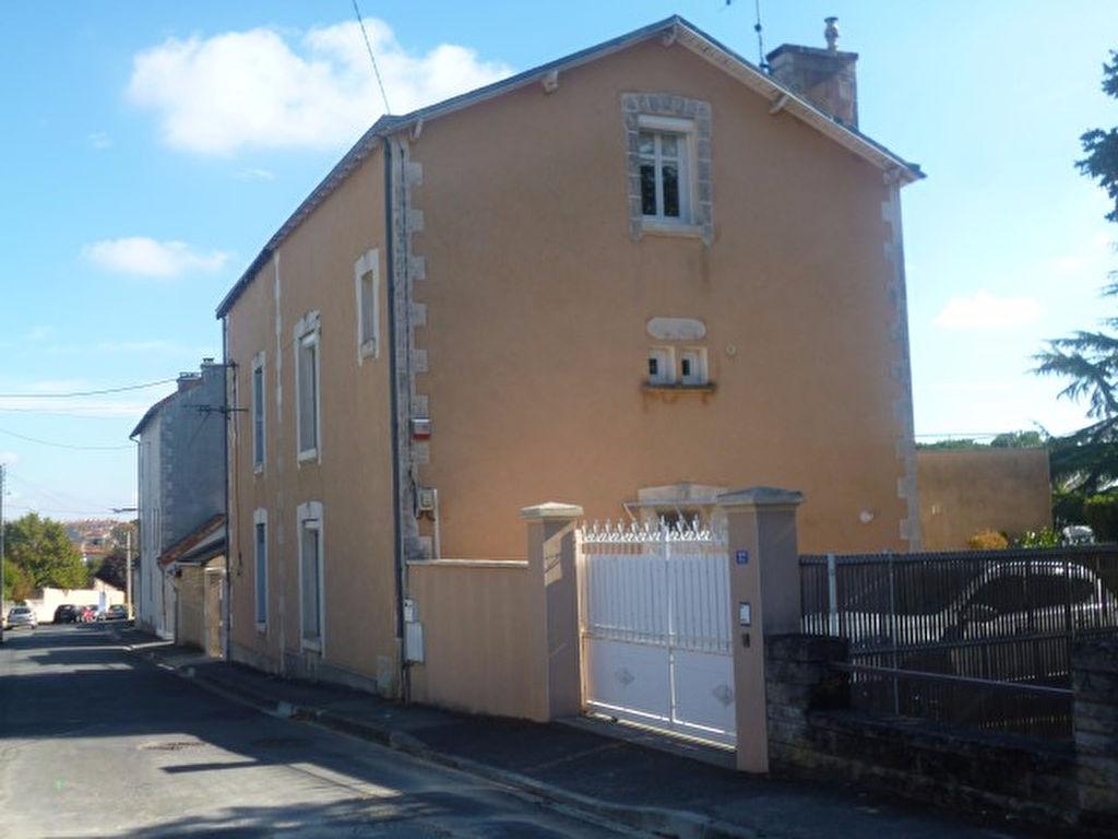 POITIERS OUEST PROCHE PLATEAU Magnifique maison en pierres de 130 m2