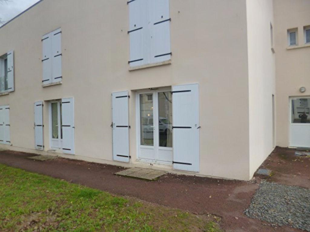 BUXEROLLES Grand Studio 30 m2 Idéalement situé