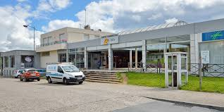 POITIERS LOCAL COMMERCIAL 64 M2 CENTRE COMMERCIAL DYNAMIQUE
