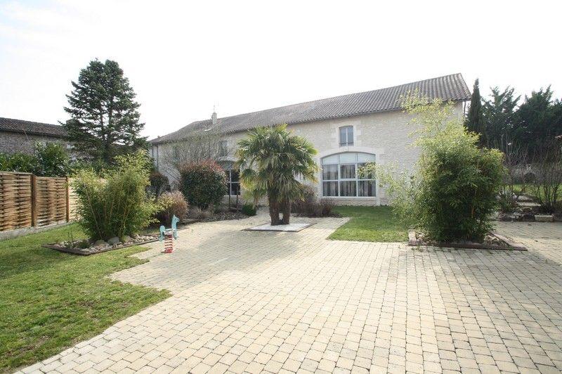 Magnifique demeure à  10 mn de Poitiers Ouest