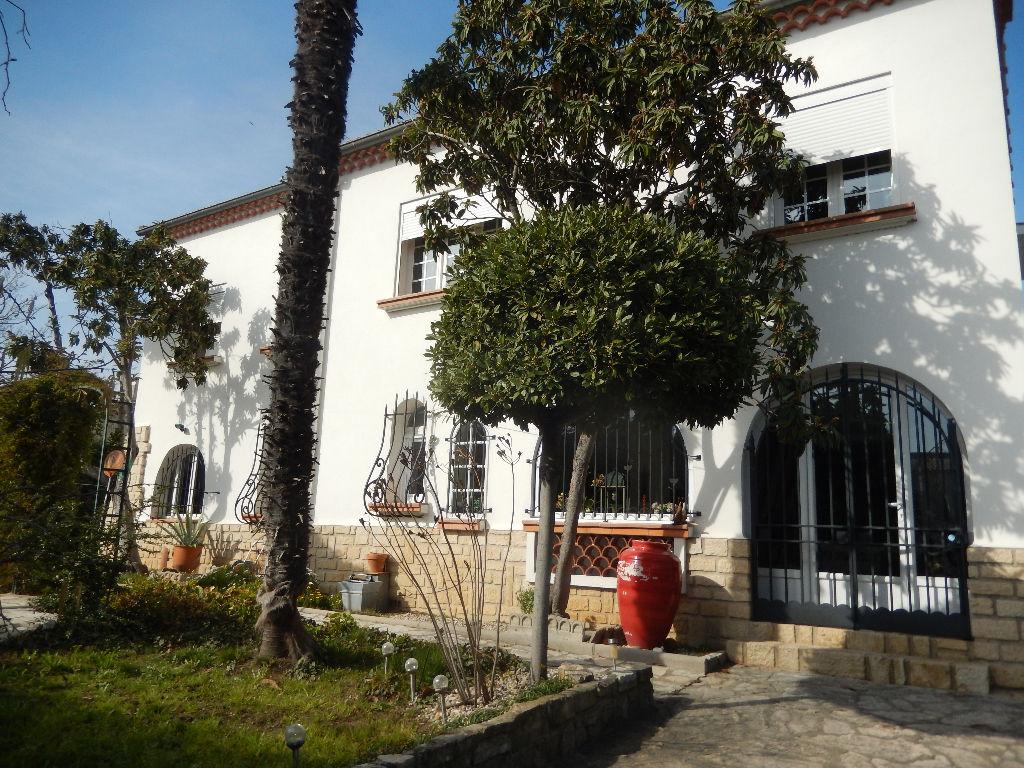 Maison Pont Saint Esprit 200 m2