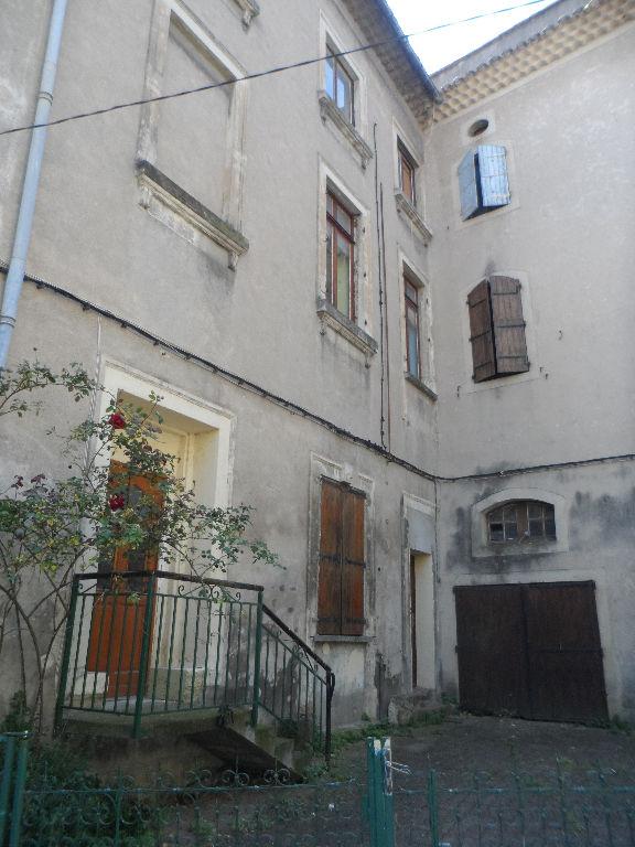 Maison de ville divisée en plusieurs logements