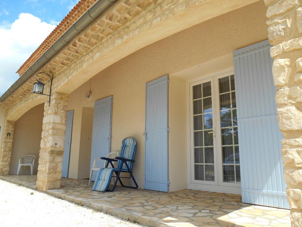 Villa de 156m² habitables sur 7585m² de terrain clos