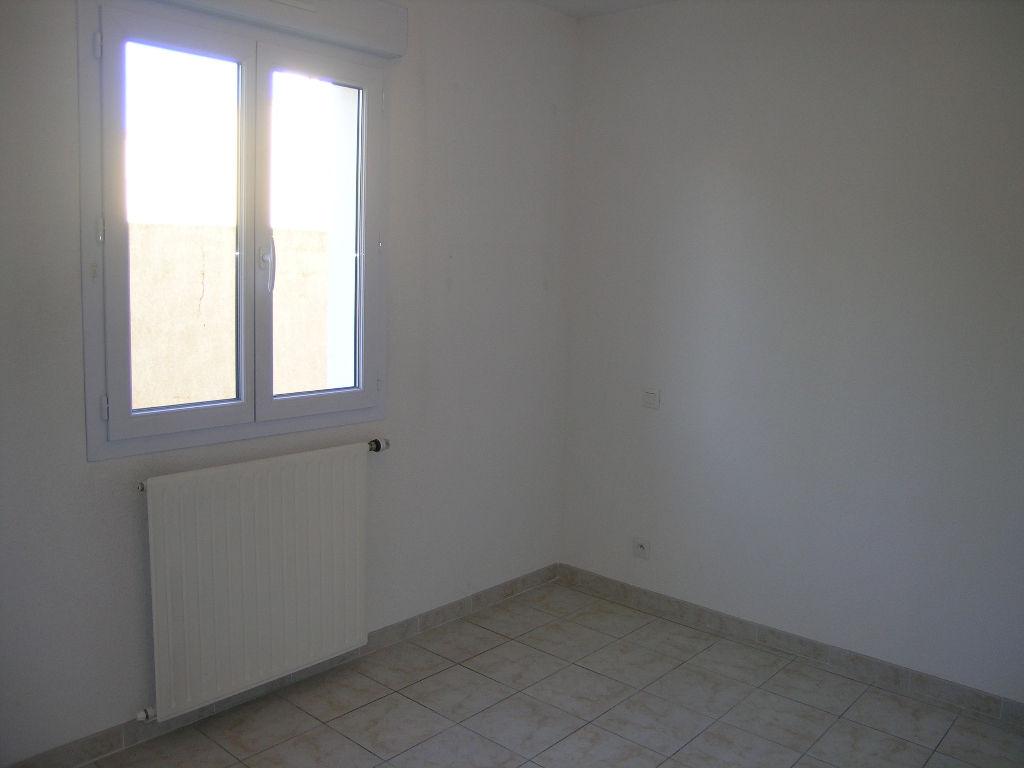 Appartement T3 à louer avec jardinet et garage