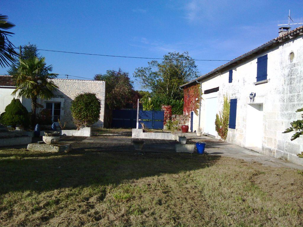 Thénac (17) - Maison charentaise avec piscine