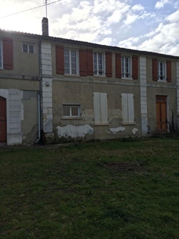 Maison charentaise à rénover à Saintes