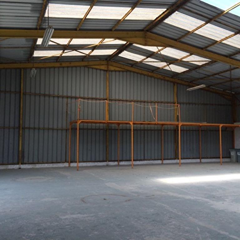 Entrepôt / local industriel Saintes
