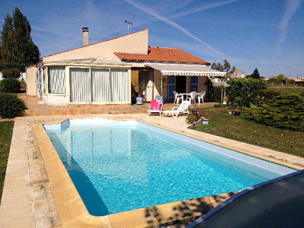Saint Vaize (17) - maison de plain-pied avec piscine