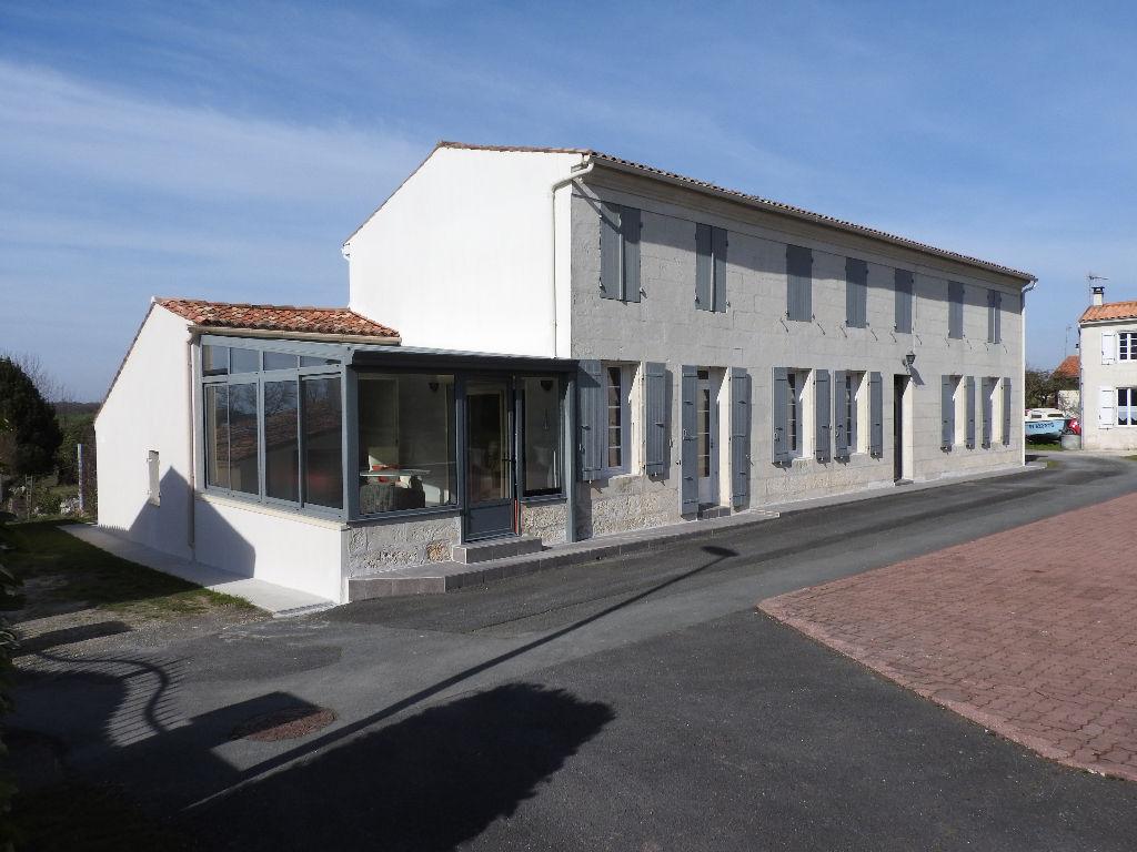 Saint Georges Des Côteaux (17) - Maison charentaise