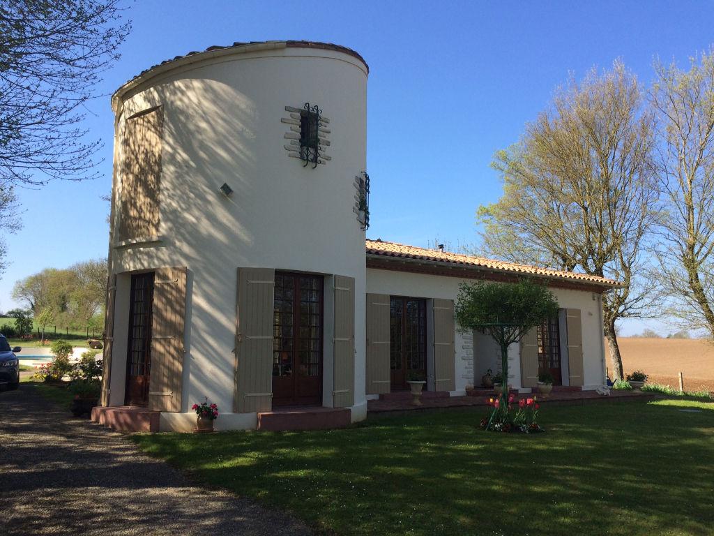 Belle maison traditionnelle-St Georges des Côteaux (17)