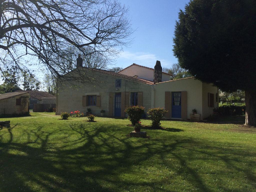 Maison de type charentais - St Georges des Côteaux(17)
