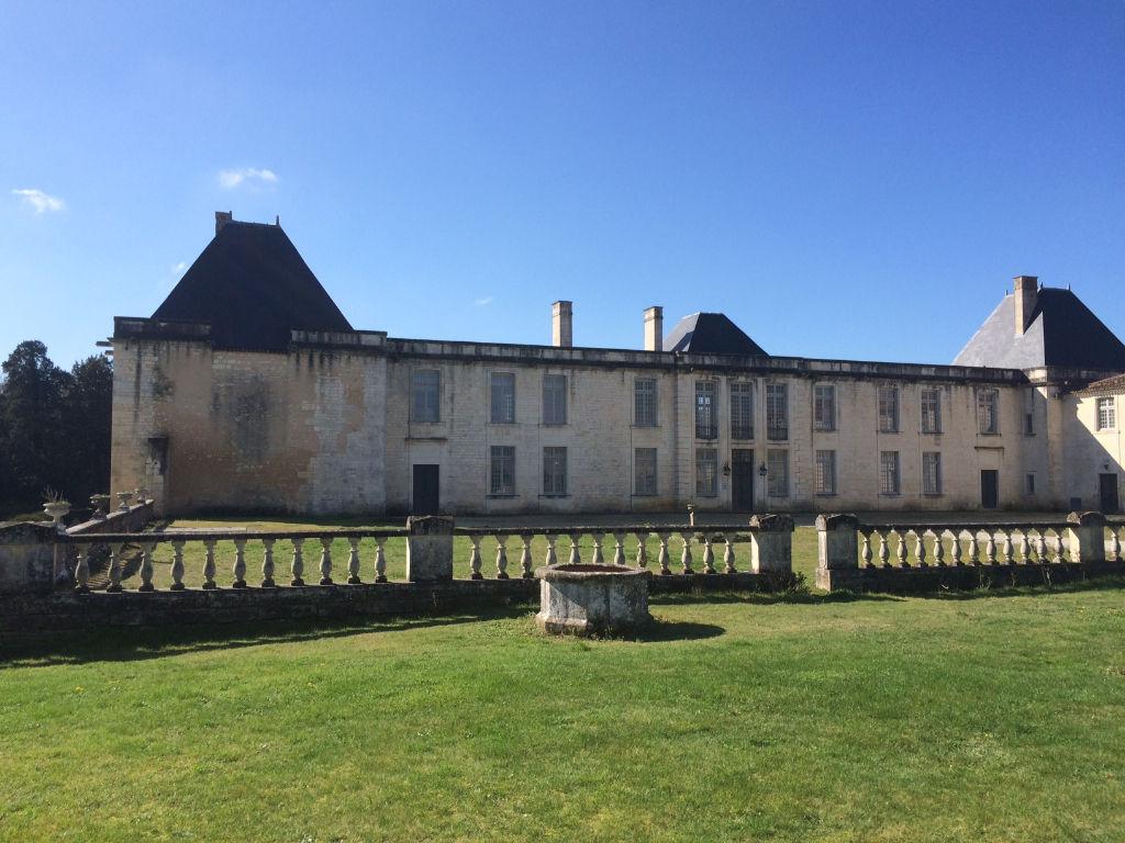 Appartement au coeur d'un château proche de Saintes (17)