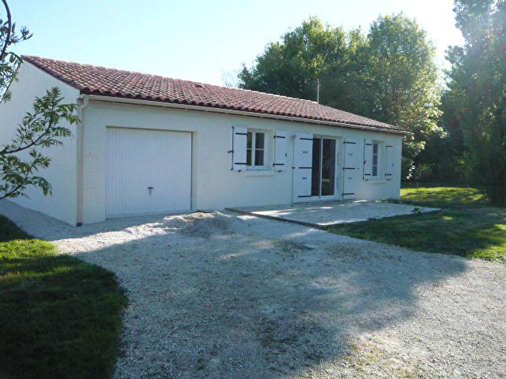 Maison de plain pied 85 m² à Nantillé (17)