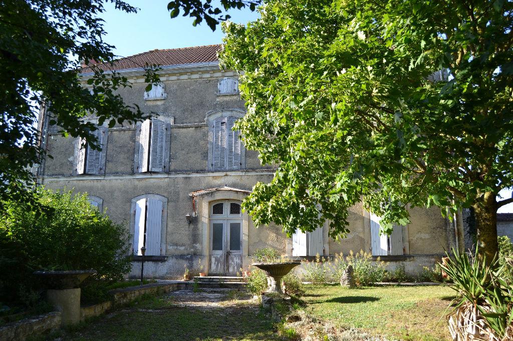 Maison entre St Jean d'Angély (17) et Niort (79)