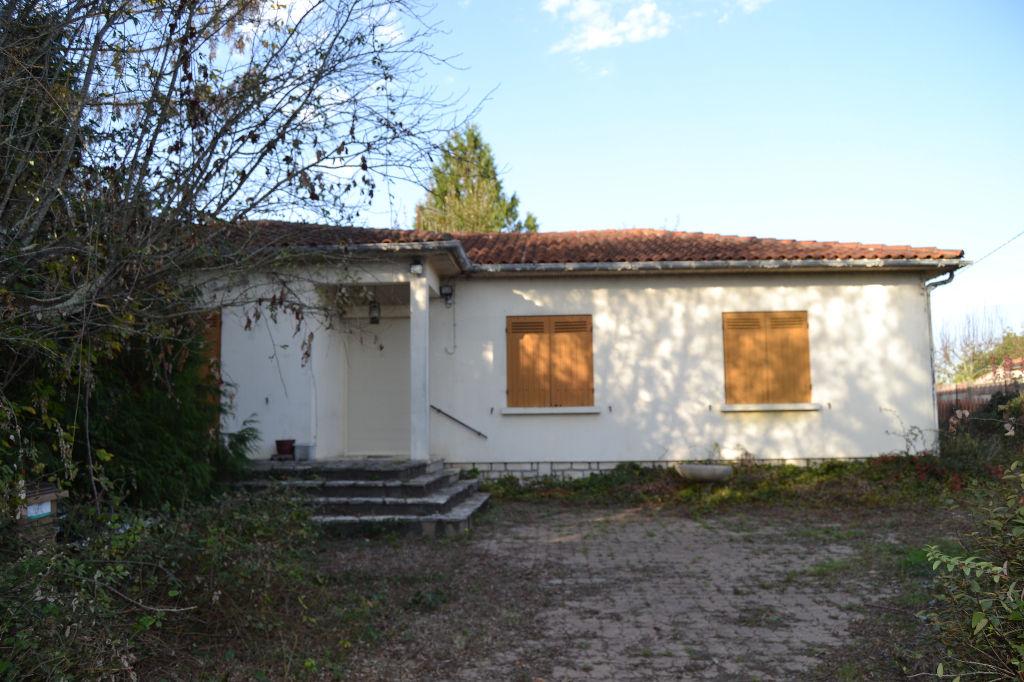Maison aux portes de Saintes (17)