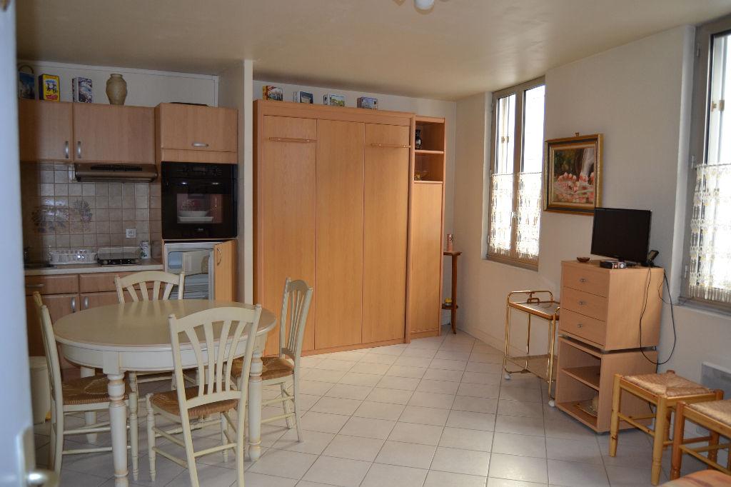 Appartement Saintes 1 pièce(s) 28.41 m2