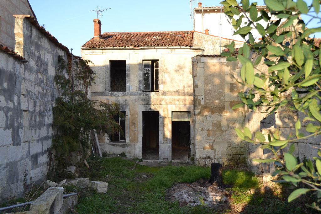 Maison de ville à  SAINTES (17) à rénover