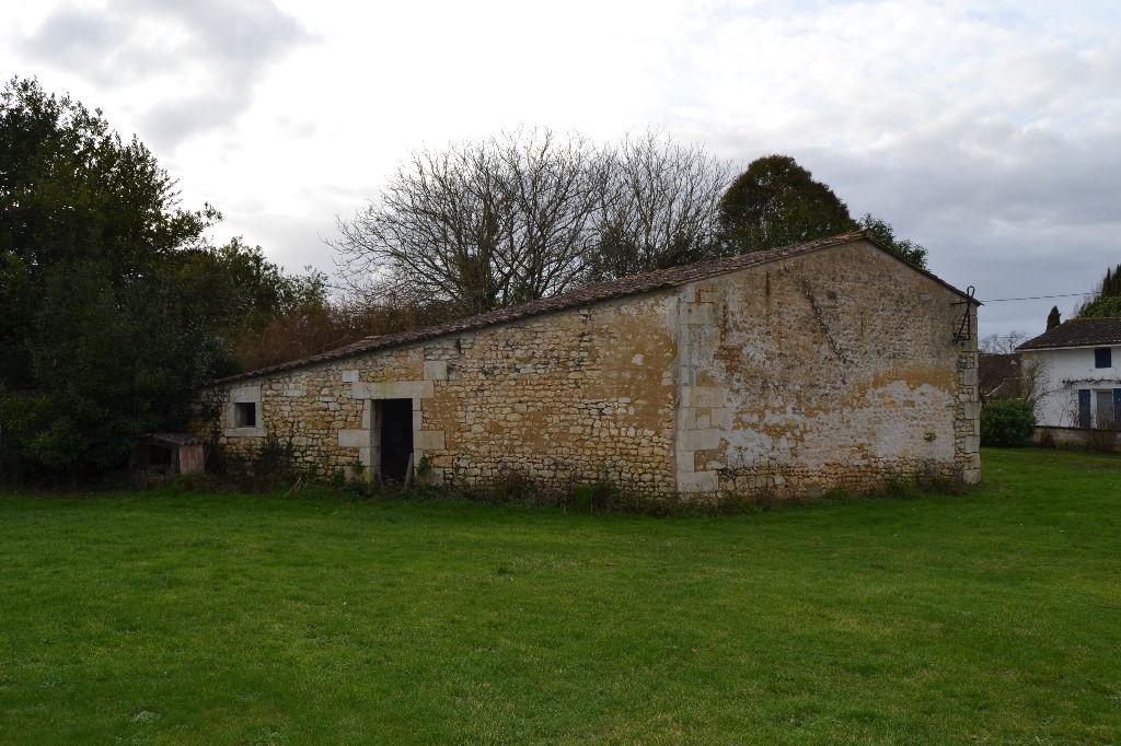 Grange  de 80 m2 proche de Saintes (17)