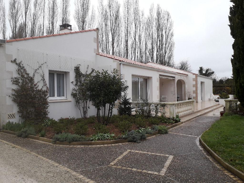 Maison de plain-pied à 15 km Sud de Saintes
