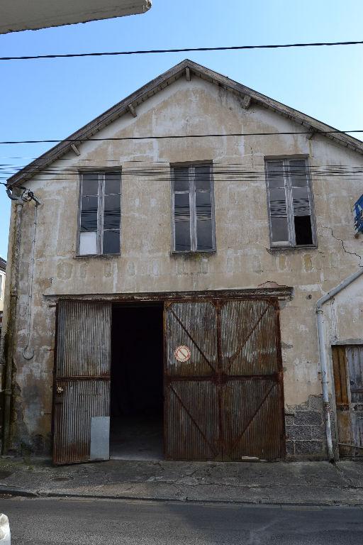 Atelier à rénover à Saintes (17)