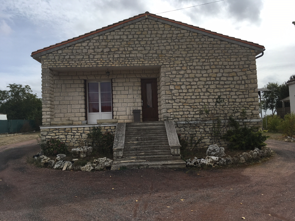 Maison à Saint Hilaire De Villefranche (17)