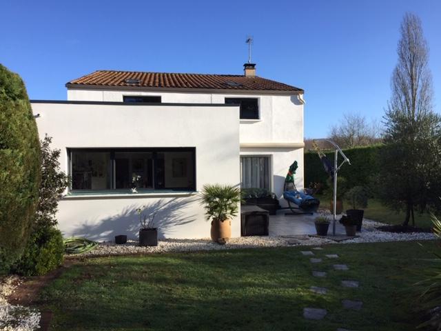 Belle maison à Fontcouverte (17)