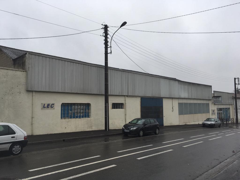 Bâtiment commercial  de 800 m2 à Cognac (16)