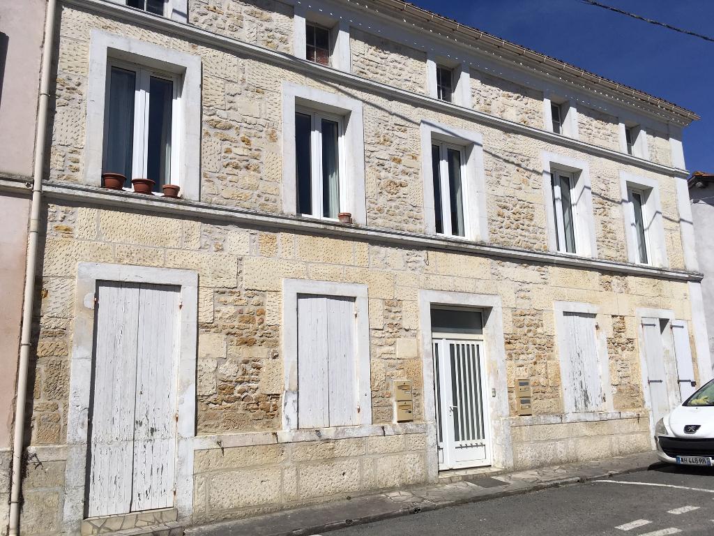 Immeuble de rapport à Ecoyeux (17)