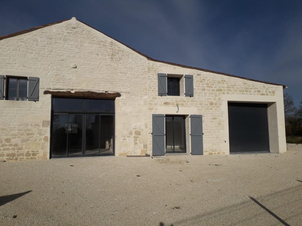 Maison  charentaise à Port d'Envaux (17)