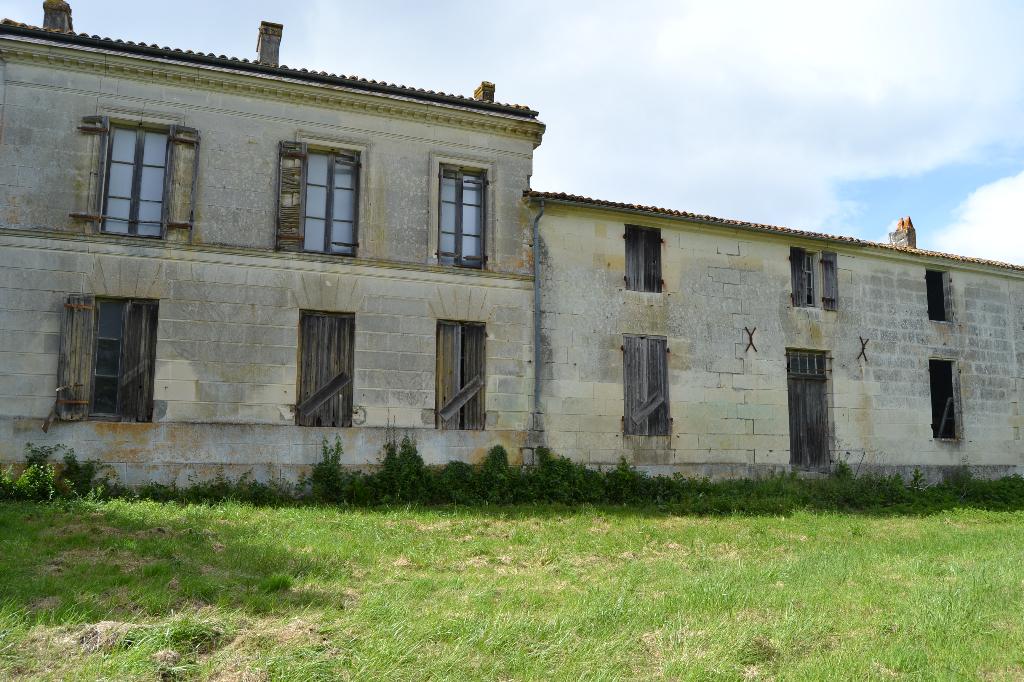 Domaine à rénover à Saintes (17)