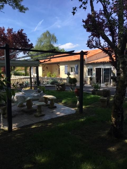 Maison de plain pied proche Saint Savinien (17)