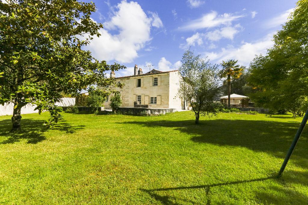 Exceptionnelle maison charentaise proche de Saintes (17)