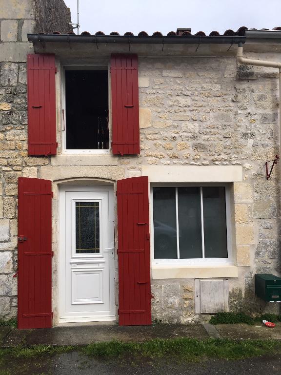 Jolie maison de bourg rénovée à Crazannes (17)