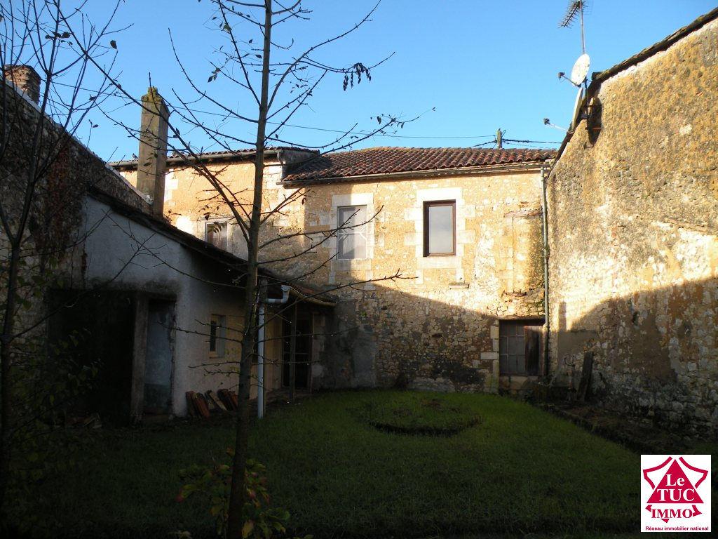 Maison en pierres 250 m² sur  jardin de 960 m² à Mirambeau