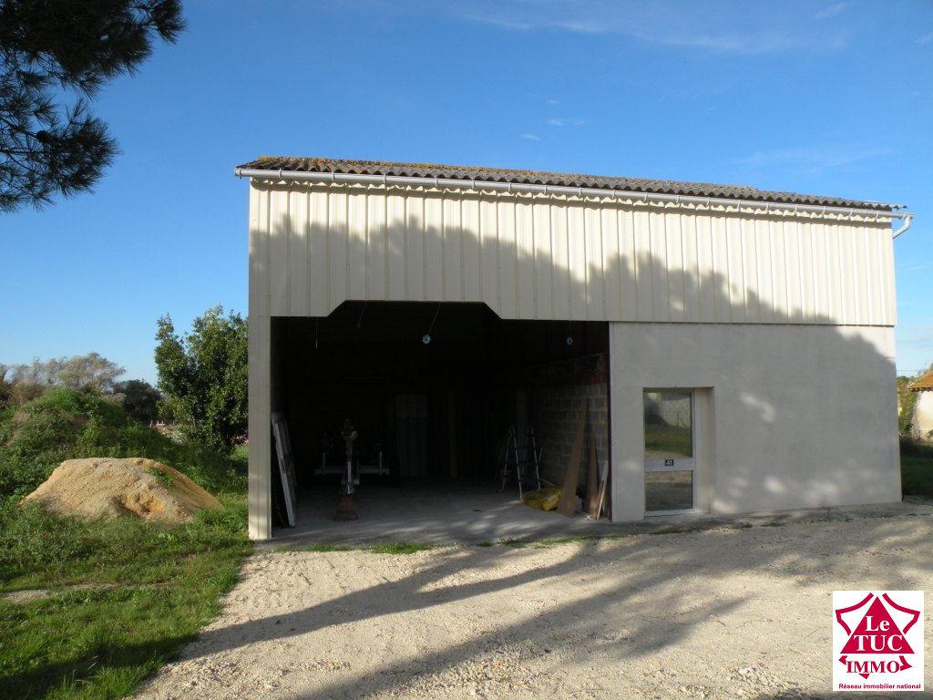 ST CIERS/GDE Terrain à bâtir de 1 594 m² avec hangar.