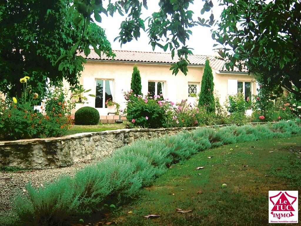 Villa 7 chambres sur 2384 m² - St André de Cubzac